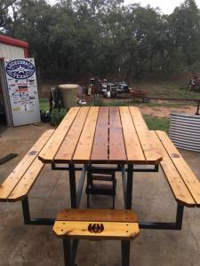 custom-picnic-table-with-horseshoe-brands2