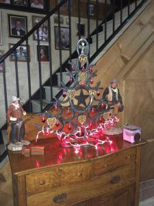 horseshoe-christmas-tree-lights